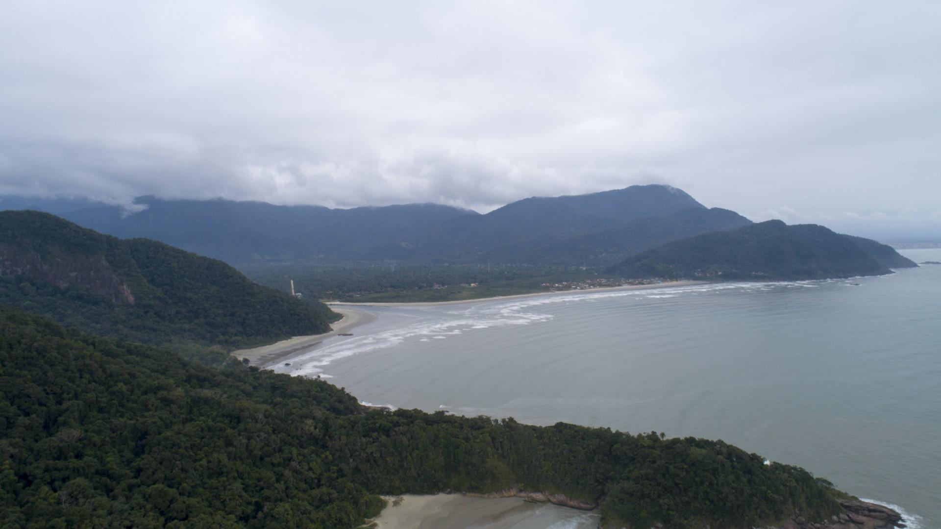 Conheça a Praia do Guarauzinho em Peruíbe