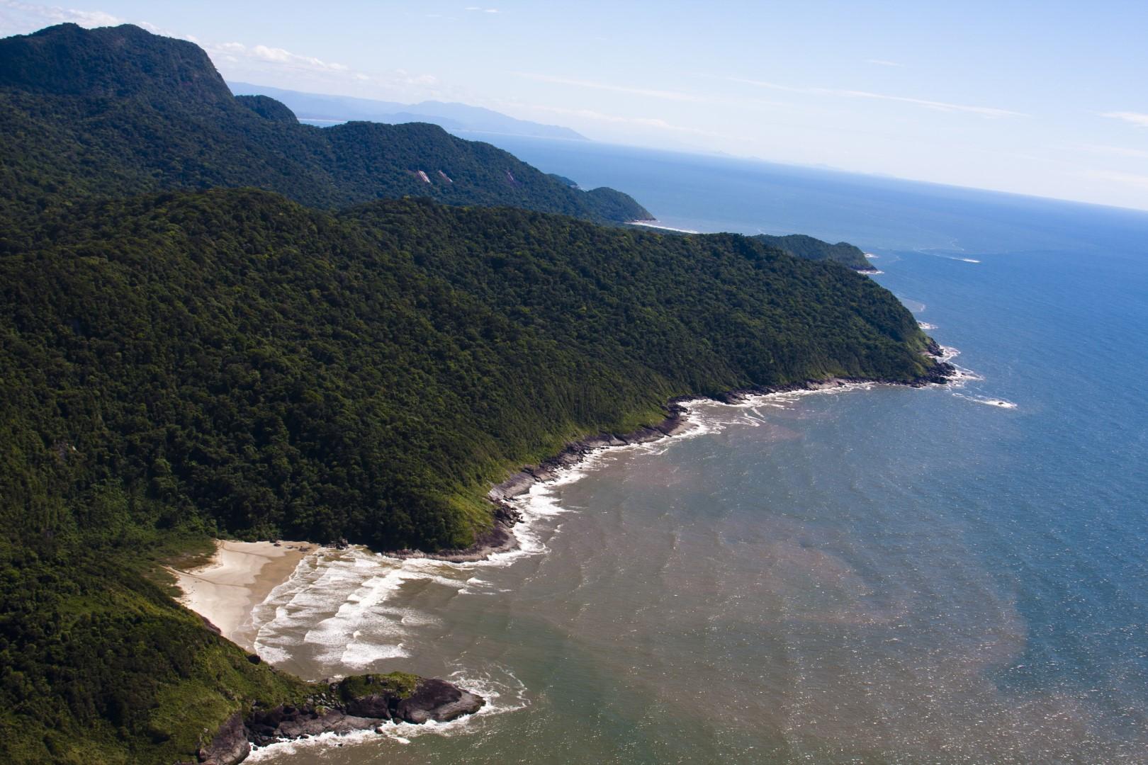Conheça a Praia Desertinha em Peruíbe