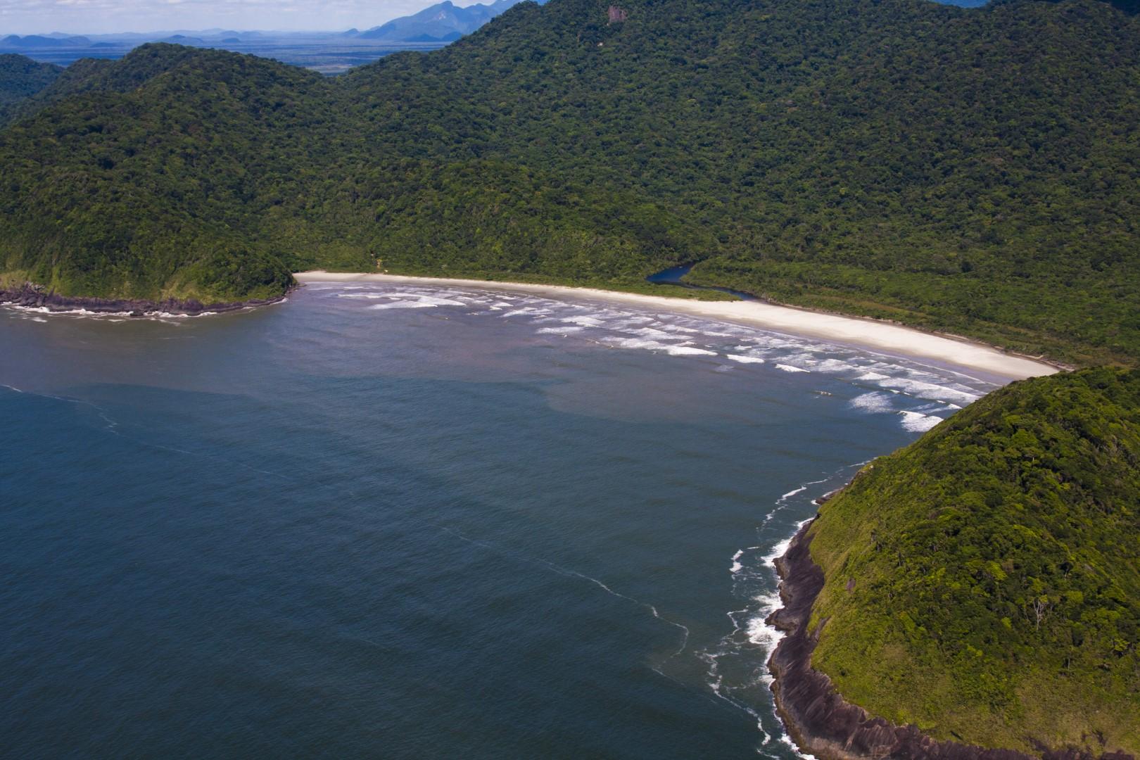 Conheça a Praia Juquiazinho em Peruíbe