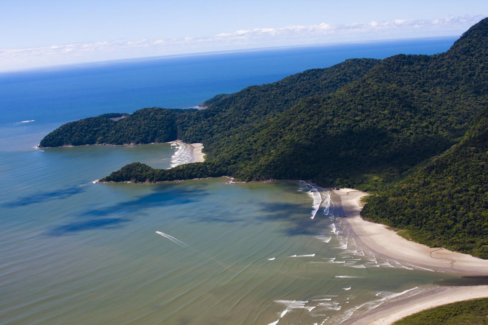 Conheça a Praia Guarauzinho em Peruíbe
