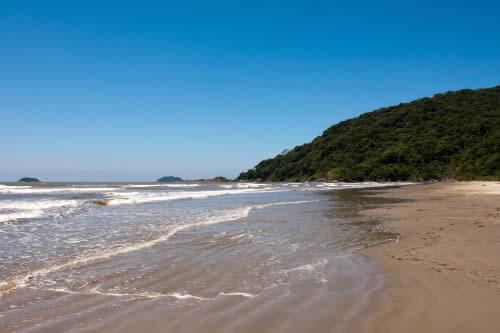 Conheça a Praia do Costão em Peruíbe